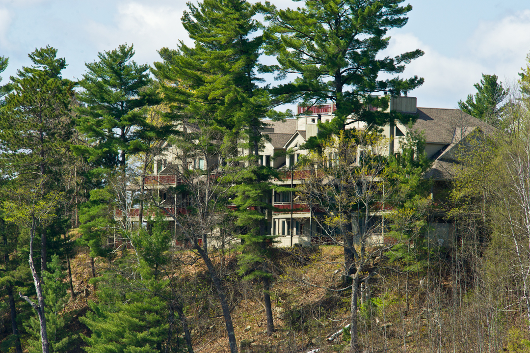 Exterior Muskoka Lodge